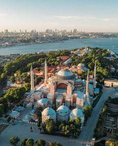 Hagia Sophia, Beautiful Places To Travel, Landscape Design, Istanbul, Places To Visit, Wanderlust, River, Architecture, City