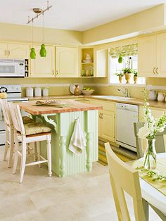 yellow kitchen Color steals the show in this fresh kitchen, where painted cabinets and walls and con Yellow Kitchen Designs, Yellow Kitchen Decor, Kitchen Colour Schemes, Green Kitchen, Kitchen Colors, Design Kitchen, Pastel Kitchen, Neutral Kitchen, Gold Kitchen
