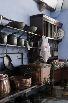 The small cast iron range in the Victorian kitchen scullery at Lanhydrock, Cornwall (National Trust) Old Kitchen, Kitchen Pantry, Kitchen Items, Vintage Kitchen, Kitchen Dining, Kitchen Rack, Copper Kitchen, Copper Pots, Kitchen Gadgets