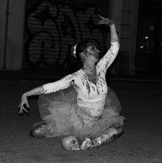 "https://flic.kr/p/Hopvr4 | ""Ballerina"" | Giulia Bergonzoni #photography #weird #street #photographers #black #white #shadow #dark #blood #ballet #ballerina #dancer #creepy #disturbing #bergonzoni #giulia"