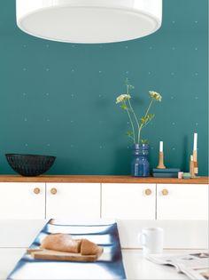 Flexa Trend Kleur Kleur Teal: Mix van Groen & Blauw – Flexa Muurverf Teal in de keuken - Meer Kleur…. Interior Paint, Interior And Exterior, Interior Design, Melamine, Teal Paint, Color Psychology, Living Room Paint, Color Of The Year, Wall Colors