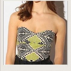 Urban outfitters tribal crop top Green and black tribal print crop top from Urban Outfitters. Zipper down the back. Cute with jeans or a skirt! Cup insert so no need to wear a bra. Great condition! Brand is Sparkle + Fade. Urban Outfitters Tops Crop Tops