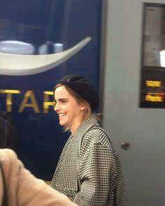 ❤NEW PHOTO❤  Emma Watson è arrivata a Parigi per la promozione di La Bella e la Bestia.  Crediti : Emma Watson Italia FB Page  ~EmWatson