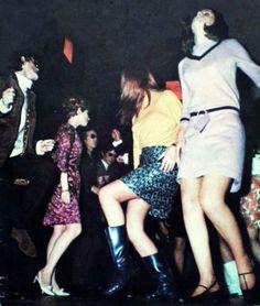 mod Dancing mods go go boots gogo mini skirt dress dance club nightclub pink yellow black tan low heeled shoes hairstyle found photo snapshot Dance Fashion, Mod Fashion, 1960s Fashion, Vintage Fashion, Fashion Trends, Mini Skirt Dress, Mini Skirts, Mini Dresses, Mundo Hippie