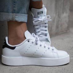 3201d5fc53629e Diese 6 Modemarken hat jede gut angezogene Frau im Schrank. Adidas Stan  Smith ...