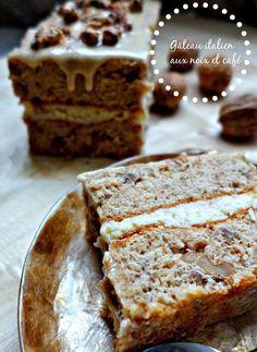Italian cake with coffee and nuts Sweet Recipes, Cake Recipes, Dessert Recipes, Cafe Moka, Chrismas Cake, Sweet Cooking, Italian Cake, Rustic Cake, No Cook Desserts