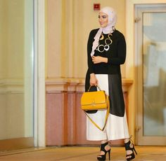 With love from Kuwait the beautiful with her personalised Vienna Tote in this must have mustard colour! Available Online Today Islamic Fashion, Muslim Fashion, Modest Fashion, Unique Fashion, Hijab Fashion, Womens Fashion, Fashion Trends, Casual Hijab Outfit, Hijab Chic