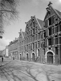 Amsterdam: Stadsturfpakhuizen, Waterlooplein