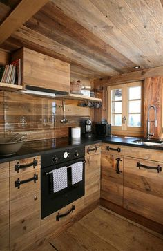 Une cuisine dans un chalet