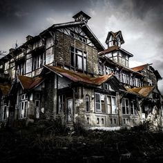Abandoned homes tell a story. Whether or not the story is documented in history, each abandoned home gives us a glimpse at a life once lived. Abandoned Buildings, Old Abandoned Houses, Abandoned Places, Old Houses, Abandoned Castles, Haunted Places, Old Mansions, Abandoned Mansions, Beautiful Interiors