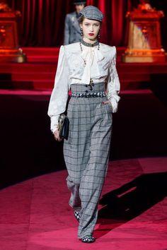 Dolce & Gabbana Fall 2019 Ready-to-Wear Fashion Show - Vogue Runway Fashion, High Fashion, Fashion Show, Fashion Outfits, Womens Fashion, Fashion Trends, Fashion Games, Fashion Fashion, Dolce & Gabbana