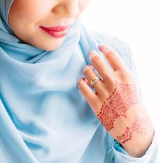 Baby blue with a bright red henna, awesome color combination.   #adiaizuddin #malaywedding #bride #wedding #pengantin #henna #inai
