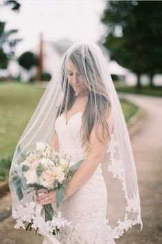 Single Tier Discount Fingertip Lace Wedding Veils with Comb