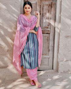 Punjabi Fashion, Pakistani Fashion Casual, Indian Fashion Dresses, Pakistani Outfits, Indian Outfits, Fashion Outfits, Indian Attire, Indian Clothes, Patiala Suit Designs