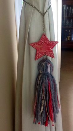 Borla estrella Handmade Keychains, Tassel Curtains, How To Make Tassels, Diy Tassel, Vintage Boutique, Bohemian Gypsy, Handmade Pottery, Boho Chic, Diy And Crafts