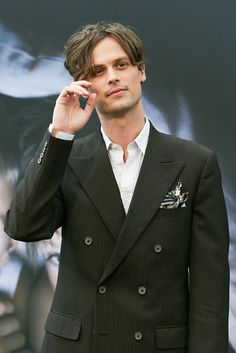 マシュー。 Watch Criminal Minds, Spencer Reid Criminal Minds, Dr Reid, Dr Spencer Reid, Matthew Gray Gubler, Hombres Sexy, Suit Jacket, Grey, Suits