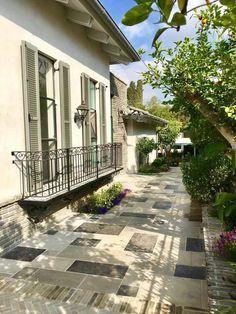נ.ש פרנקל House Front, Sidewalk, Farmhouse, Exterior, Inspirational, Windows, Projects, Outdoor, Home Decor