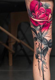 tattoo am bein, rote rose, weibliche motive, tattoos fuer frauen, tattoo ideen