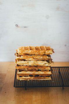Tipps und Grundrezept für dicke, knusprige Waffeln - frisch gebacken und tiefgefroren aus dem Toaster! - moey's kitchen foodblog Brunch, Donuts, Muffins, Bakery, Pie, Bread, Snacks, Cookies, Breakfast