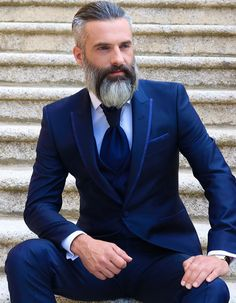 Grey Hair Beard, Beard Images, Grey Beards, Hair And Beard Styles, Man Style, Suit Fashion, Mens Suits, Casual, Suit Jacket