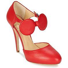 ¿Qué sería del dressing de una fashionista si no tuviera varios pares de zapatos de tacón? Minna Parikka acierta plenamente con el modelo Daisy. La marca lo confecciona con un corte en piel de color rojo. Con su suela en cuero y su tacón elegante de 13 cms, este zapato de tacón será tu nuevo aliado fashion Y Dios creó el zapato de tacón #tacones #zapatos #moda #spartoo #mujer http://www.spartoo.es/Minna-Parikka-DAISY-x405834.php
