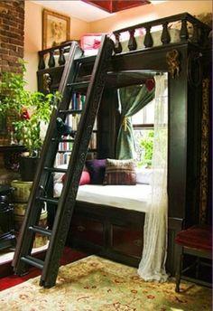 Bunk beds / lit / chambre / livres / décoration