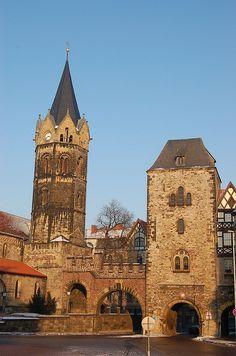 Nikolaikirche und -Tor - Nikolai Church and Gate in Eisenach.