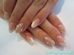 大人可愛いビジューネイル It is a bijou nail cute adult. Make a V French in Pearl White, embellished with stones and the lamella boundary. I have decoration as bijou studded with stone ring fing