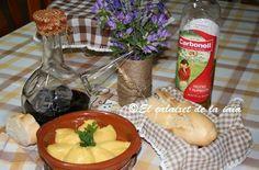 Echa un chorrito de Carbonell 0'4 a tus platos ¡es muy saludable y práctico para todo! #Salud  #CorazónCarbonell Dairy, Cheese, Chicken, Food, Dishes, Mortar And Pestle, Healthy Nutrition, Tasty, Diet