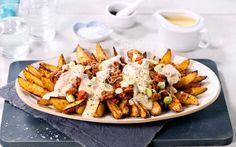 En skikkelig amerikansk snack. Dette er kosemat som fungerer som et helt måltid. Pommes frites dynket med spicy chili kjøttsaus og ostesaus. Blir det bedre?