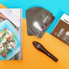 Lôt mun mui Pore Remodeling Mask - Yu-r Skin Solution Giá: 270k Bộ gồm 1 tuýp 30ml  10 miếng dán lột mụn  Dứt điểm 100% mụn cám mụn đầu đen với siêu phẩm Hot nhất hiện nay đang gây bão khắp Hàn Quốc!!! :3 Chia thành 2 bước: B1: đắp mặt nạ lên mũi trong 10-15p để mở lỗ chân lông đẩy nhân mụn và làm mềm nang mụn giúp mụn dễ dàng được lấy ra ngoài B2: thoa gel trong bút lột mụn lên da thành 1 lớp dầy vừa phải và dàn trải đều đợi khô hoàn toàn và bóc ra từ từ theo chiều từ dưới lên từ ngoài vào…