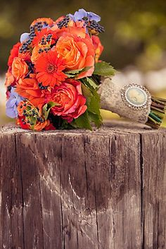 Perfect rustic fall bouquet {Photo by Dave Richards Photography via Project Wedding}