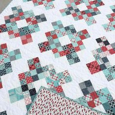 """174 Likes, 8 Comments - Rachel (@hazelstitches) on Instagram: """"This #lundenscharityblocks quilt is off to its new home today! Pattern by @mommy2lu…"""""""