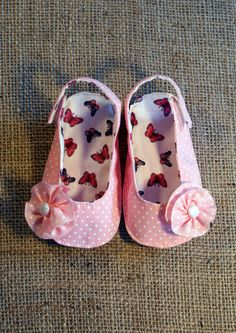 Olivia Shoes  PDF Pattern  Newborn to 18 by littleshoespattern.     Someday I will have a little girl. :)