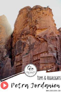 Petra Jordanien Video - Tagesausflug in die Felsenstadt Petra, das Highlight in Jordanien. Unser Video zur Felsenstadt Petra. Reiseberichte Jordanien auf www.gindeslebens.com #JordanienUrlaub #Petra #Felsenstadt #SehenswürdigkeitenJordanien #JordanienTipps #JordanienHighlights #NaherOsten Travel Around The World, Around The Worlds, Gin, Day Tours, Mount Rushmore, Places To Go, Road Trip, Channel, Instagram