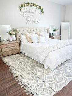Farmhouse living has a very unique feel. If you long for that feeling, you can create a farmhouse style bedroom and have a warm and cozy space of your. Dream Bedroom, Home Bedroom, Shabby Chic Master Bedroom, Ivory Bedroom, Feminine Bedroom, Neutral Bedrooms, Pretty Bedroom, Master Bedroom Design, My New Room