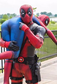 DeadPool and Spider-Man - COSPLAY IS BAEEE! Tap the pin now to grab yourself some BAE Cosplay leggings and shirts! From super hero fitness leggings, super hero fitness shirts, and so much more that wil make you say YASSS! Spideypool, Superfamily, Deadpool X Spiderman, Creepy Halloween Makeup, Halloween Makeup Looks, Couple Halloween Costumes, Pretty Halloween, Women Halloween, Clown Makeup