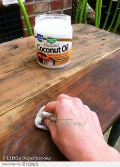 Bekijk de foto van ElsaRblog met als titel Kokosolie HOUTEN ( herstelt uw meubels )...Voor mooie meubels. en andere inspirerende plaatjes op Welke.nl.