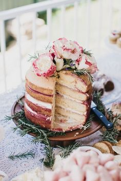 Champagne and Raspberry Sponge Cake