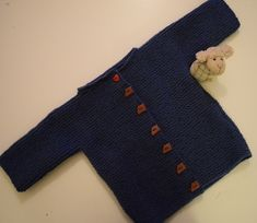 Fait maison (tuto inside) Baby Cardigan, Couture, New Baby Products, Diy, Pullover, Knitting, Sweaters, Cardigans, Outfits
