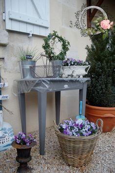 créer un jardin romantique avec un lit de jour en fer forgé, voûte ...