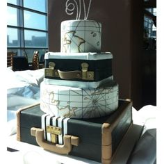 Global Luggage Cake #travel #travelwedding #destinationwedding #weddingplanning #eventplanner #eventplanning #glitter #ww #weddingwednesday