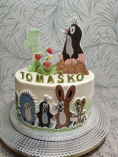Krtkova narodeninová torta s tvarohovou plnkou a ovocím.