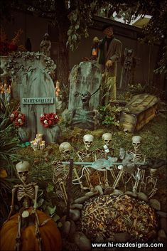 Our 2010 home haunt photos - cemetery and pirates