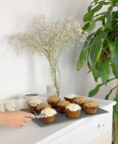 ... Muffins Au Café, Banana Split, Sandwiches, Place Card Holders, Blog, No Sugar Desserts, Chocolates, Paninis, Banana Boat