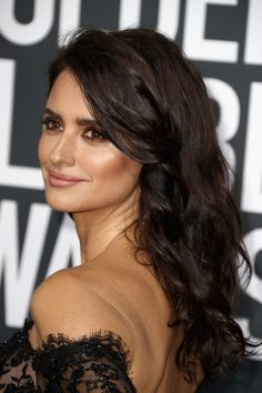 Penelope Cruz Photos - Penelope Cruz attends The Annual Golden Globe Awards at The Beverly Hilton Hotel on January 2018 in Beverly Hills, California. Blonde Actresses, Black Actresses, Young Actresses, Female Actresses, Penelope Cruz Makeup, Penelope Cruze, Hispanic Actresses, Spanish Actress, Celebrity Weddings