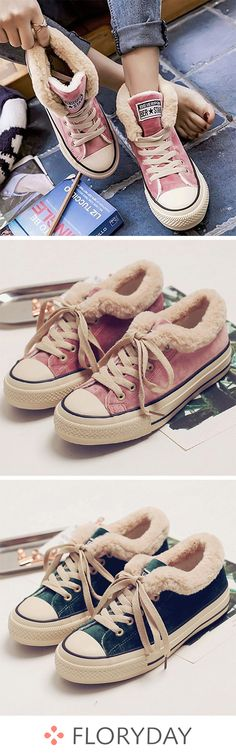 Grommet lace-up fur split flat shoes, winter shoes, stylish. How To Wear Flannels, How To Wear Leggings, Booties Outfit, Ankle Boots With Leggings, Lace Up Boots, Shoes Flats Winter, Flat Shoes, Latest Ladies Shoes, Socks And Heels
