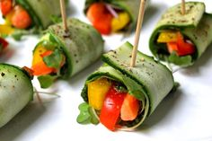 Raw Zucchini Wraps with Kale Pesto - also Vegan. I'm good with the ingredients but it looks like they might be annoying to make. Raw Vegan Recipes, Organic Recipes, Vegetarian Recipes, Healthy Recipes, Vegan Food, Vegan Dishes, Vegan Cru, Roh Vegan, Wraps Vegan