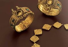 Gold bracelets, pearls and colored stones, Hellenistic 1st century B.C.