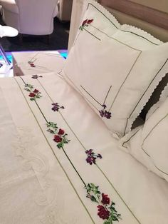 This Pin was discovered by jac Embroidery Needles, Embroidery Patterns, Hand Embroidery, Machine Embroidery, Embroidered Kurti, Homemade Beauty Products, Bed Covers, Bed Spreads, Linen Bedding